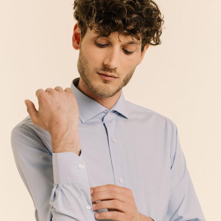 Chemise cintrée en popeline faux-uni à carreaux bleus