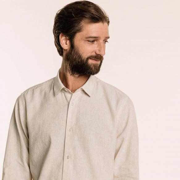 Chemise cintrée en lin et coton à rayures beiges