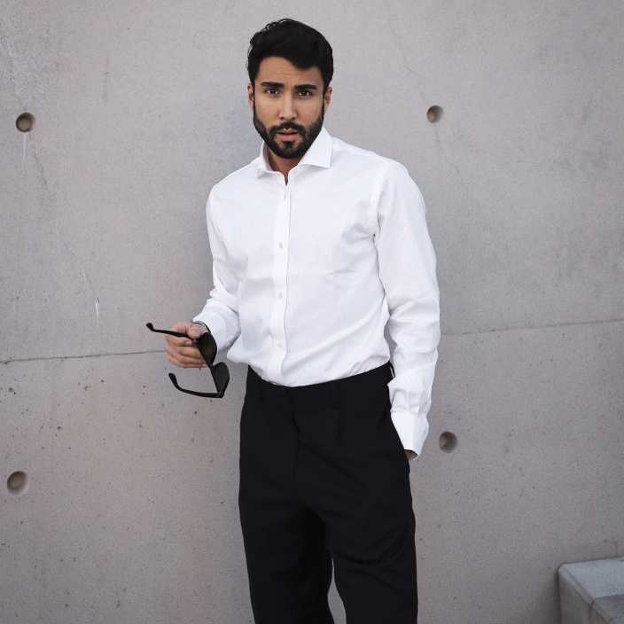 Classic fit white twill natural stretch shirt